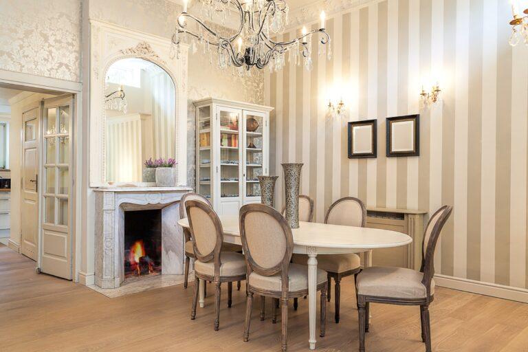 Vintage mansion - dining corner