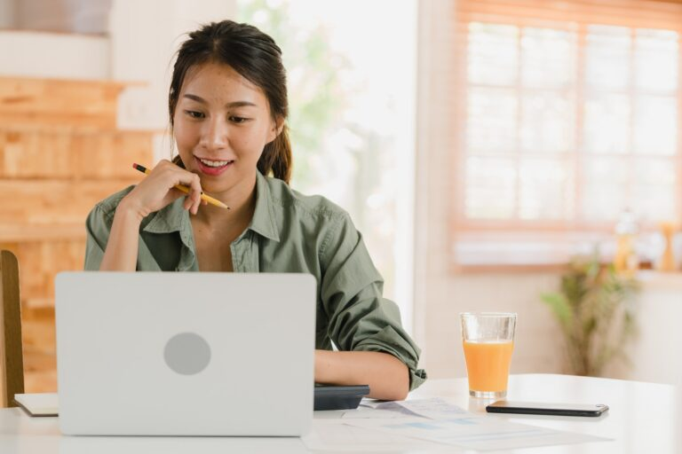 Asian women records of income and expenses at home.